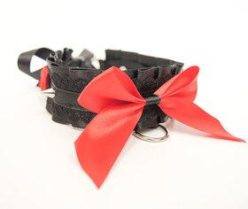 OBRÓŻKA czarno czerwona z koronką, kolcami i różyczkami