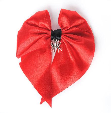 Kokardka czerwona z pająkiem (1)