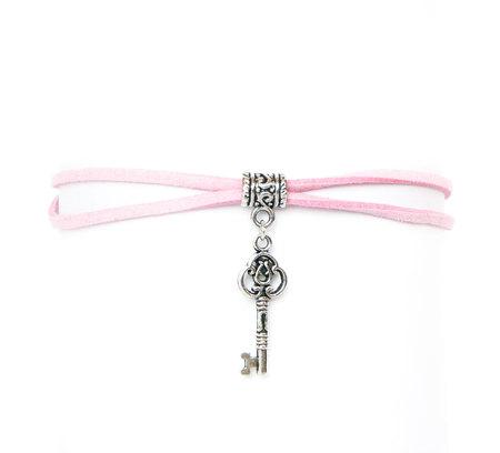 Choker różowy z kluczykiem (1)