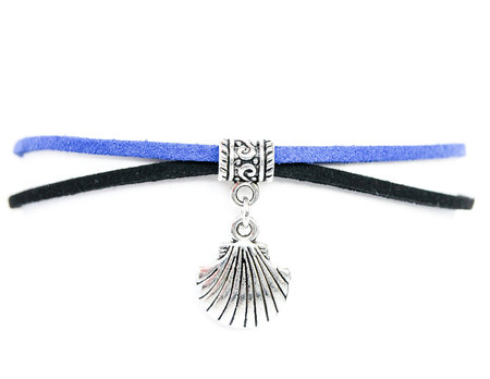 Choker czarno-niebieski z muszlą (1)